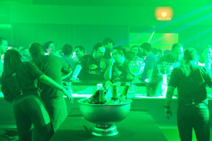 Apesar da presença da imprensa, o evento pouco se diferenciou de uma noitada, com direito a open bar (Foto: TechTudo/Renato Bazan)