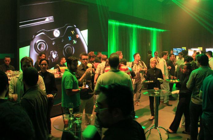 Com grande presença da imprensa, a comemoração seguiu noite adentro (Foto: TechTudo/Renato Bazan)