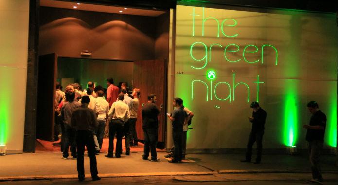 Entrada do salão de festas com o Xbox One (Foto: TechTudo/Renato Bazan)