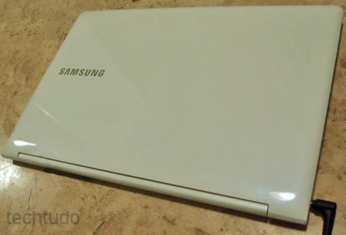 ATIV Book 9 Lite, da Samsung, tem preço mais baixo se comparado com o ATIV Book 9, também com Windows 8 (Foto: Pedro Zambarda/TechTudo)