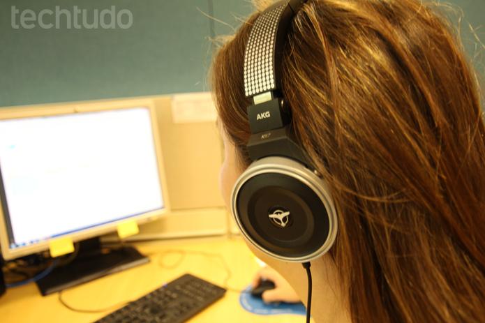 Usabilidade muito boa com ótima qualidade dos alto-falantes (Foto: Luciana Maline/TechTudo)