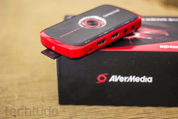 Cartões SD podem armazenar os vídeos capturados pela Live Gamer (Foto: Reprodução/Débora Magri)