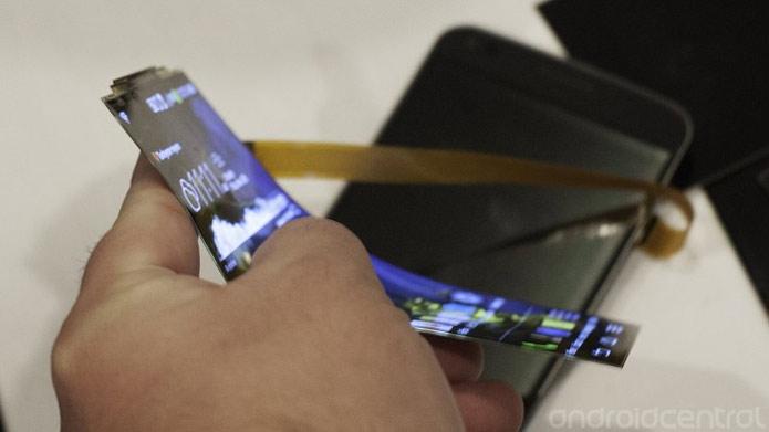 Demonstração apresenta o G Flex e suas incríveis capacidades (Foto: Reprodução/Android Central)