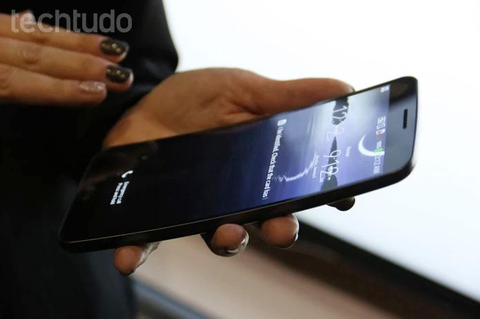 O G Flex é foblet dobrável da LG e tem tela HD de seis polegadas (Foto: Fabrício Vitorino/TechTudo)
