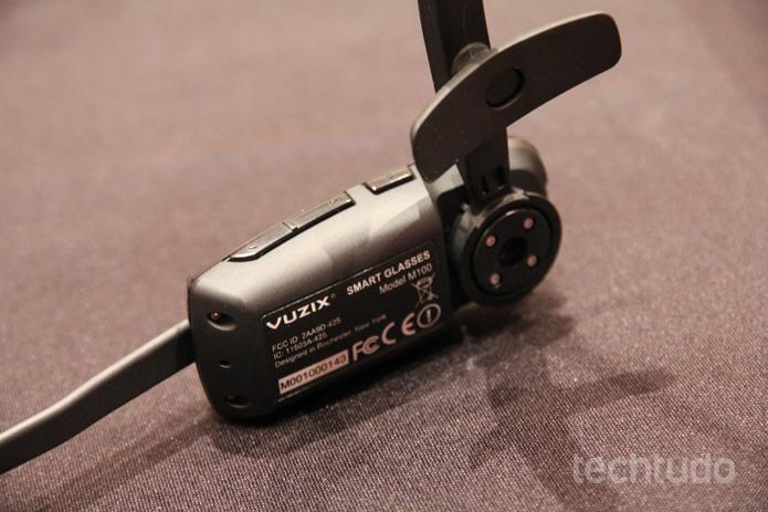 O óculos inteligente Vuzix vem com câmera de 5 MP e memória interna de 1 GB (Foto: Isadora Díaz/TechTudo)
