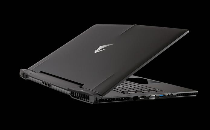 O notebook da Gigabyte é voltado para gamers vem equipado com duas placas gráficas da Nvidia em SLI (Foto: Divulgação/Gigabyte)
