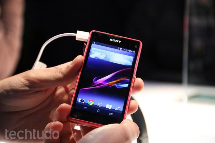 Versão compacta de celular da Sony fez sucesso na CES (Foto: Isadora Diaz TechTudo)
