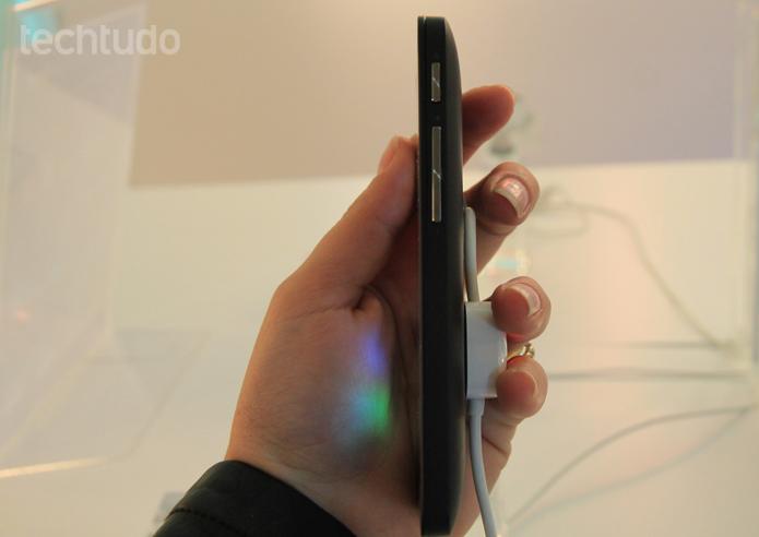 O Zenfone 4 é leve, fino e cabe na mão