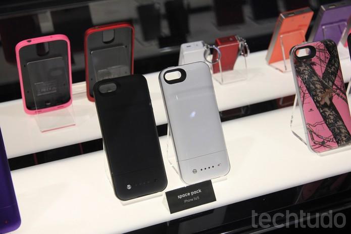O Space Pack aumenta a memória e autonomia da bateria do iPhone (Foto: Isadora Díaz/TechTudo)