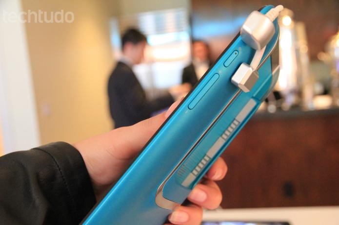 O aparelho é fino e leve: juntos, pesam 376 gramas