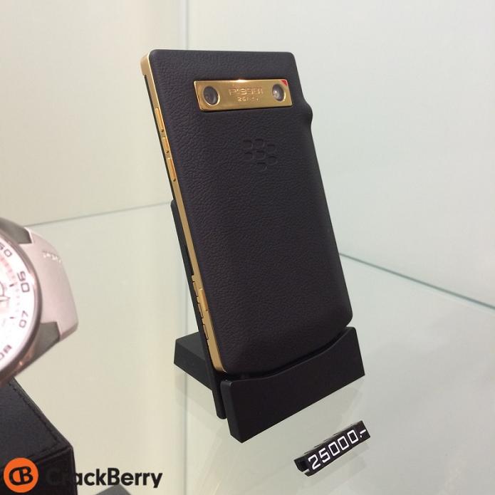 BlackBerry e Porsche lançaram celular de ouro (Foto: Reprodução/CrackBerry)