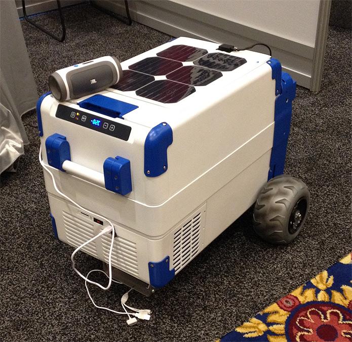 O SolarCooler foi apresentado durante a CES 2014. Seu criador arrecada doações no Indiegogo para o projeto sair do papel (Foto: Divulgação/SolarCooler)
