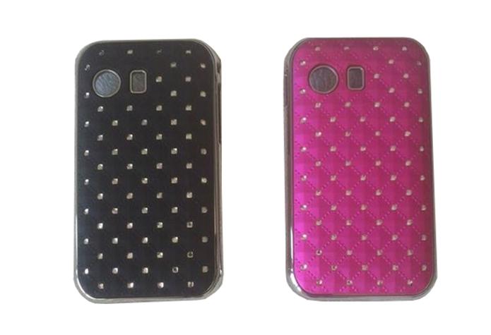 Case com aplicações se strass, nas cores preta e rosa (Foto: Divulgação/Estilize)