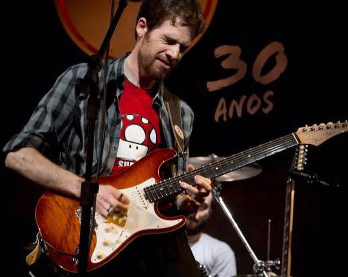 Thiago Schiefer toca rocknroll e é conhecido por versões de jogos no YouTube (Foto: Lucas Trabachini/Divulgação)