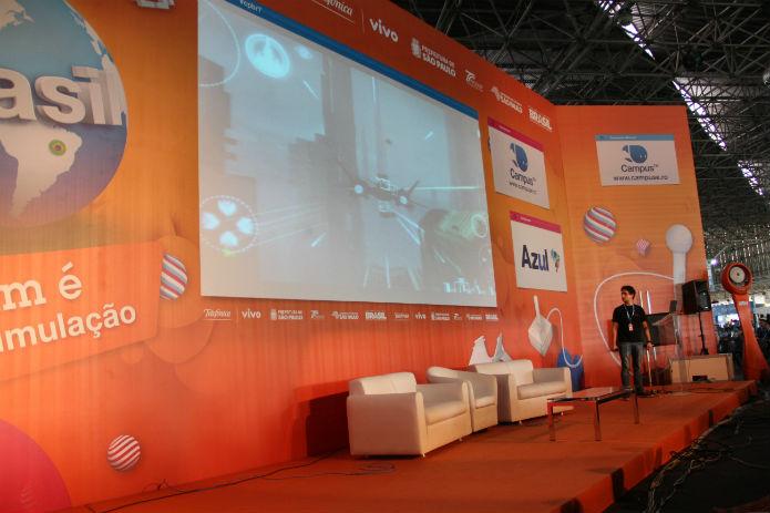 Sebastião Liparizi, da Overpower, mostrou o jogo hardcore que o estúdio atualmente produz para iOS e Android (Foto: TechTudo/Renato Bazan)