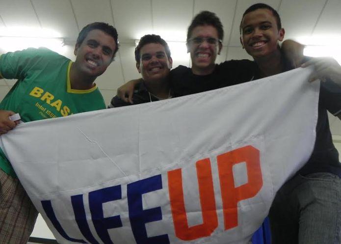 Eraldo Martins Guerra Filho à esquerda, em foto da equipe Life Up (Foto: Divulgação)