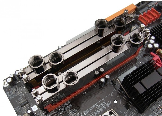 Bloco de water cooler em memória RAM (Foto: Divulgação/Koolance)