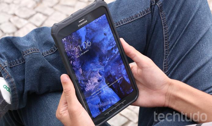 Galaxy Tab Active tem design super-resistente (Foto: Lucas Mendes/TechTudo)