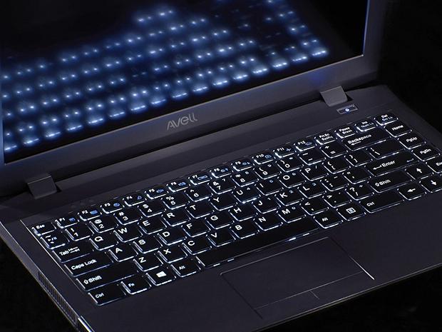 A portabilidade é o grande trunfo dos noteboooks gamers Premier G1310 tem hardware bom, design compacto e é relativamente barato (Foto: Divulgação/Avell)