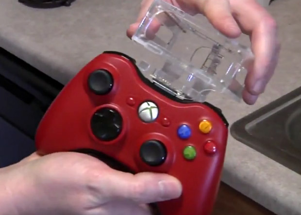 Controle de Xbox 360 com suporte para comida (Foto: Flavio Croffi/TechTudo)
