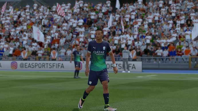 Combinações de cores criaram uniforme bizarro em Fifa 17 (Foto: Reprodução/Murilo Molina)
