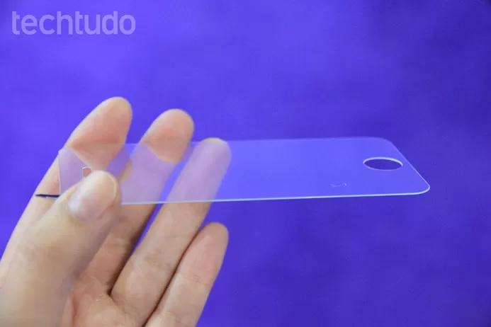 Película do celular pode estar com ar ou bolhas (Foto: Anna Kellen Bull/TechTudo)