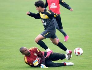 Treino da Seleção brasileira - Philippe Coutinho e Jefferson (Foto: Mowa Press)