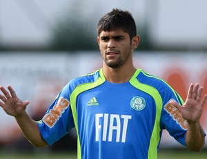 bbafe30808 Luan assina contrato de 5 anos com o Palmeiras e deve pegar o Coritiba.  Atacante ...