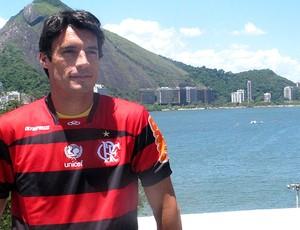 González apresentado no Flamengo (Foto: Janir Junior / GLOBOESPORTE.COM)