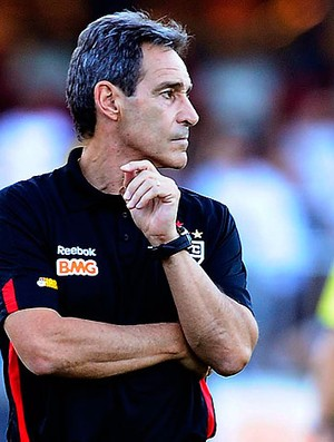 Paulo Cesar Carpegiani no jogo do São Paulo contra o Santos (Foto: Marcos Ribolli / GLOBOESPORTE.COM)