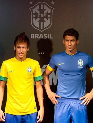 Neymar e Ganso na apresentação da nova camisa da Seleção Brasileira (Foto  Felipe  Dana 9ba346b85c513
