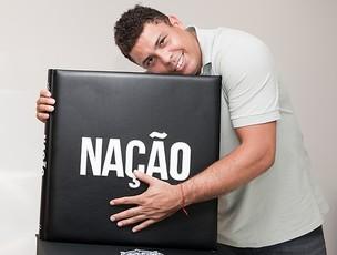 Ronaldo é um dos personagens do livro especial sobre o centenário do Timão (Foto: Divulgação)
