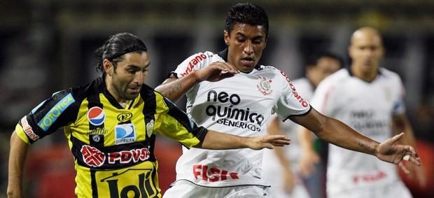 Gamadiel Garcia e Paulinho Corinthians (Foto: AP)