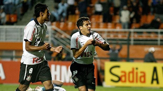 b4fb924c8b Ramon comemora gol do Corinthians contra o Grêmio (Foto  Ag. Estado)