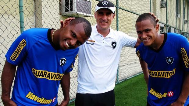 Cabeça feita  goleiros do Botafogo se unem nos penteados e reforçam moda.   0922cd33558a4