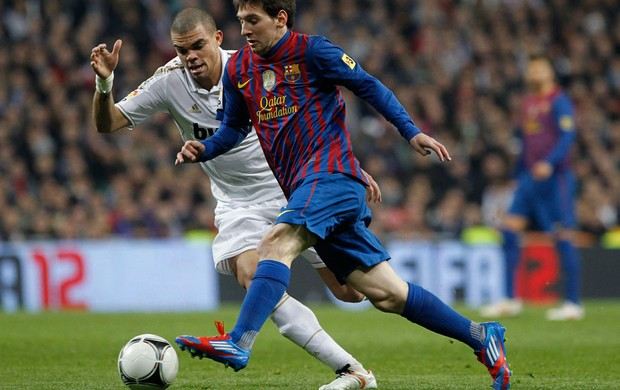 messi pepe real madrid x barcelona (Foto: Reuters)