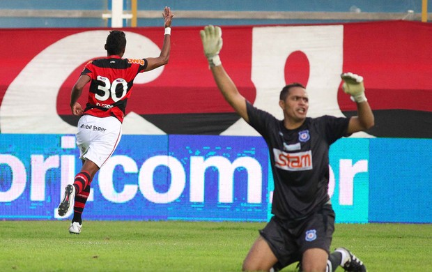 kleberson COMERCIAL X CORINTHIANS (Foto: Rui Porto Filho/Foto Arena/Agência Estado)