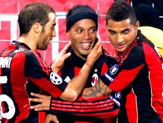 c6f5deaba1 flamini ronaldinho gaucho boateng milan gol auxerre Ronaldinho recebe ...