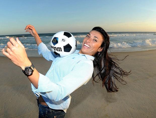 Marta durante entrevista na praia (Foto  André Durão   GLOBOESPORTE. a806756136240