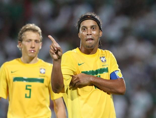 ronaldinho gaúcho brasil x méxico (Foto: Mowa Press)