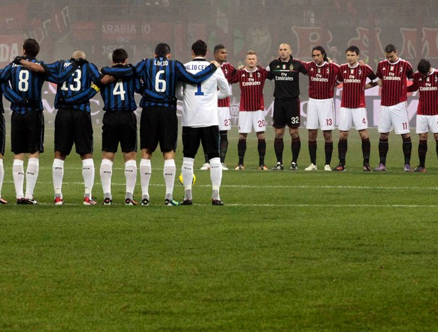 um minuto de silêncio internazinale x Milan (Foto: Reuters)