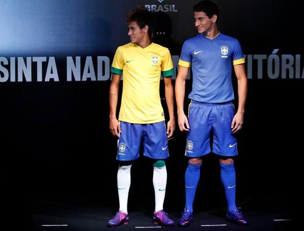 af15d5d492715 neymar ganso lançamento do novo uniforme brasil (Foto  NIke   Divulgação)