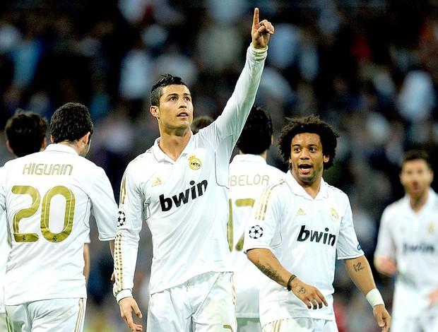 Cristiano Ronaldo comemora gol do Real Madrid contra o CSKA (Foto  Getty  Images) 735219a380c28
