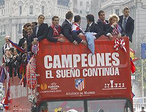 Jogadores do Atlético de Madrid comemoram Jogadores do Atlético vibram pelo  título ... e138e4097fafe
