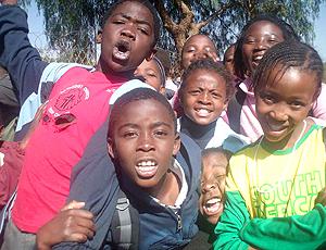 Crianças em Soweto no treino do Brasil