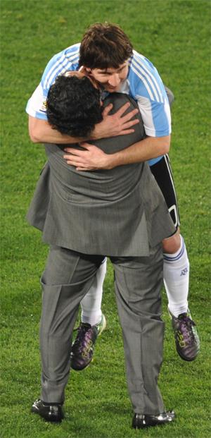 maradona messi abraço argentina nigéria