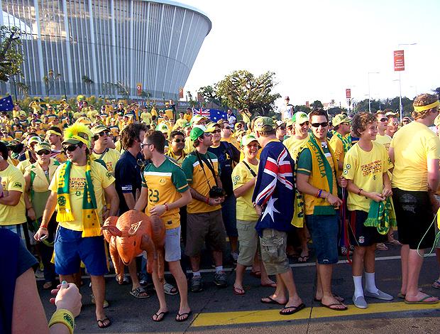 Socceroos em casa  multidão australiana apoia time na África ... 0bbdc7f7eb468