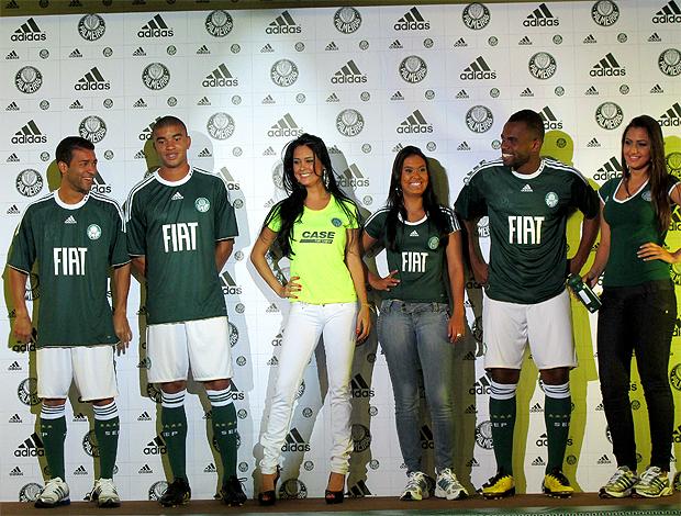b59880874e7da Palmeiras lança camisa limpa e homenageia time da década de 50 ...