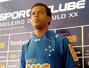 0c78413a27fcf Há menos de uma semana no Cruzeiro, defensor pode ser titular contra o Galo
