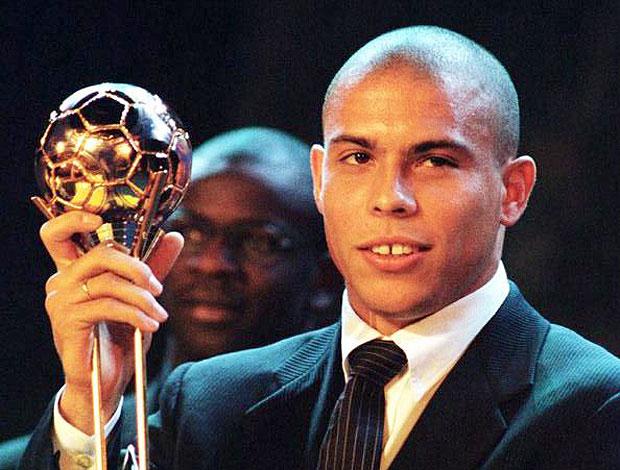 e9ae528940 Ronaldo  uma carreira recheada de títulos